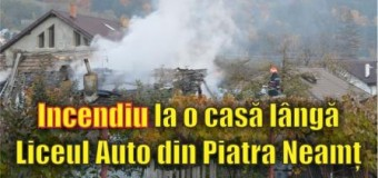 Incendiu la o casă lângă Liceul Auto din Piatra Neamț. FOTO