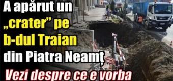 """A apărut un """"crater"""" pe b-dul Traian din Piatra Neamț. Vezi despre ce e vorba"""