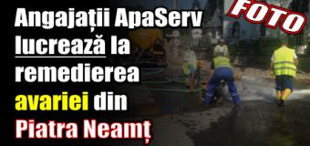 Angajații ApaServ lucrează la remedierea avariei din Piatra Neamț. FOTO