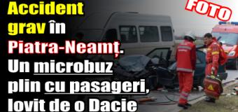 Accident grav în Piatra-Neamț. Un microbuz plin cu pasageri, lovit de o Dacie