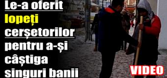 Un consilier local le-a oferit lopeți cerșetorilor pentru a-și câștiga singuri banii