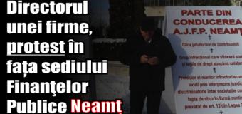 Directorul unei firme, protest în fața sediului Finanţelor Publice Neamţ